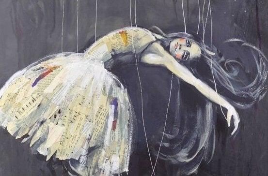 Bailarina com fios presos ao corpo