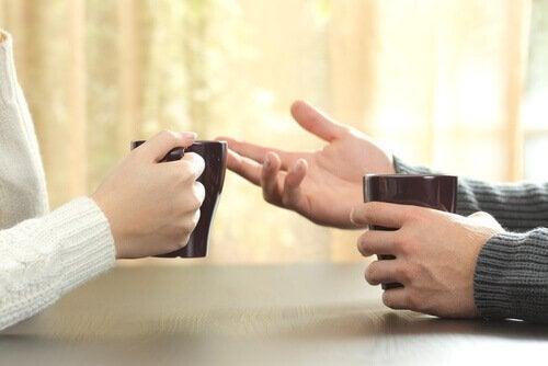 A importância dos gestos nas conversas