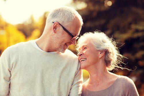 Envelhecer juntos: a maravilhosa experiência do amor maduro