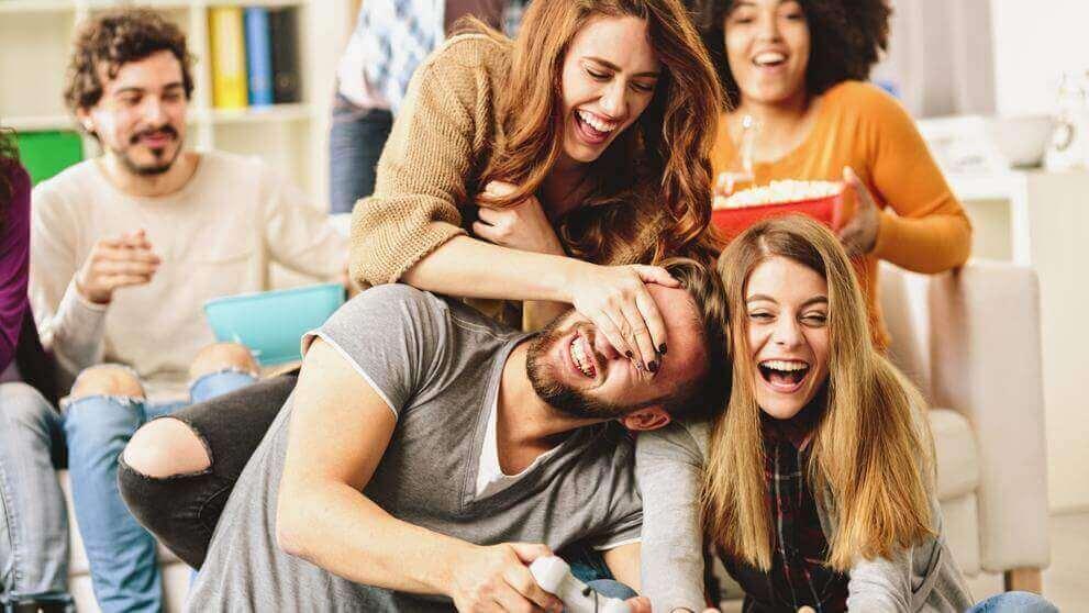 Grupo de amigos são amor e amizade