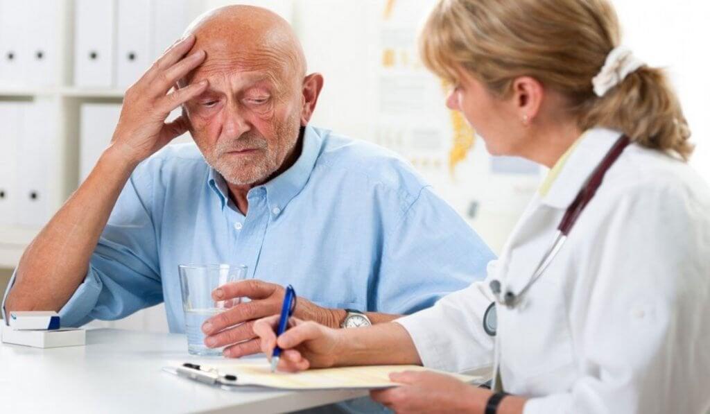 Paciente com demência em consulta