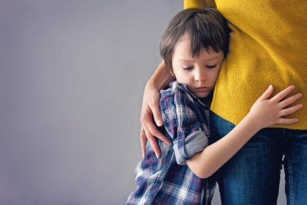 Criança sofrendo de ansiedade