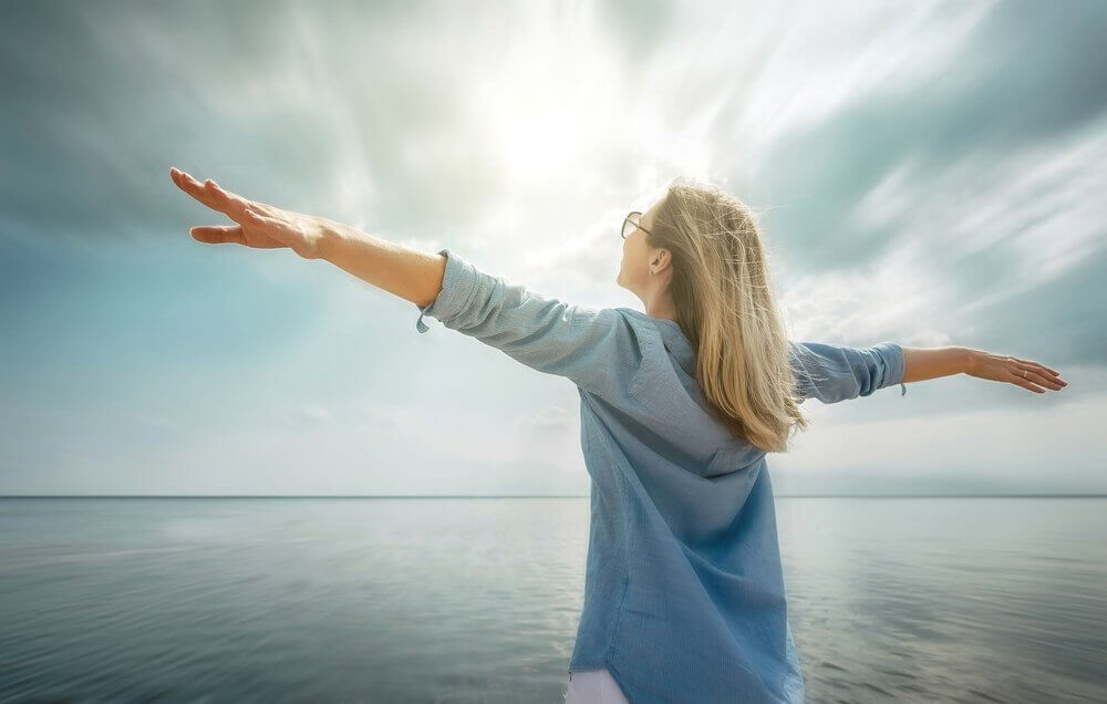 Mulher trabalhando em seu empoderamento emocional