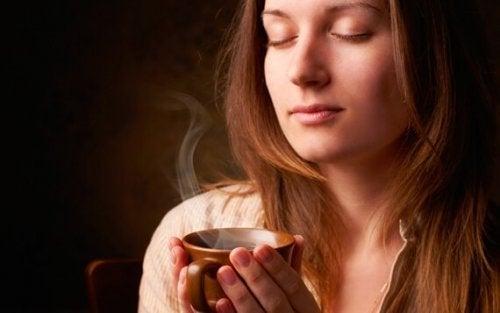 Sentir o aroma do café
