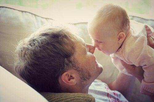 A comunicação dos bebês com os adultos