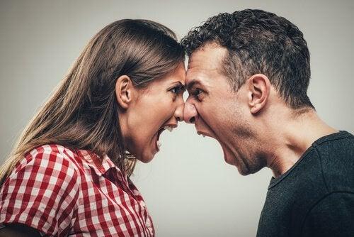 Como a psicologia explica os comportamentos agressivos?