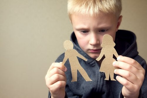 Filho triste pela separação dos pais