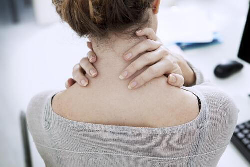 Dor no pescoço no trabalho