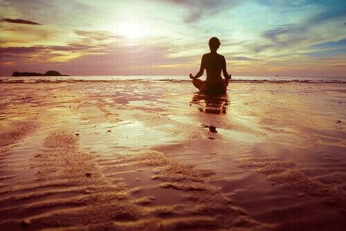 Meditar para regular as emoções