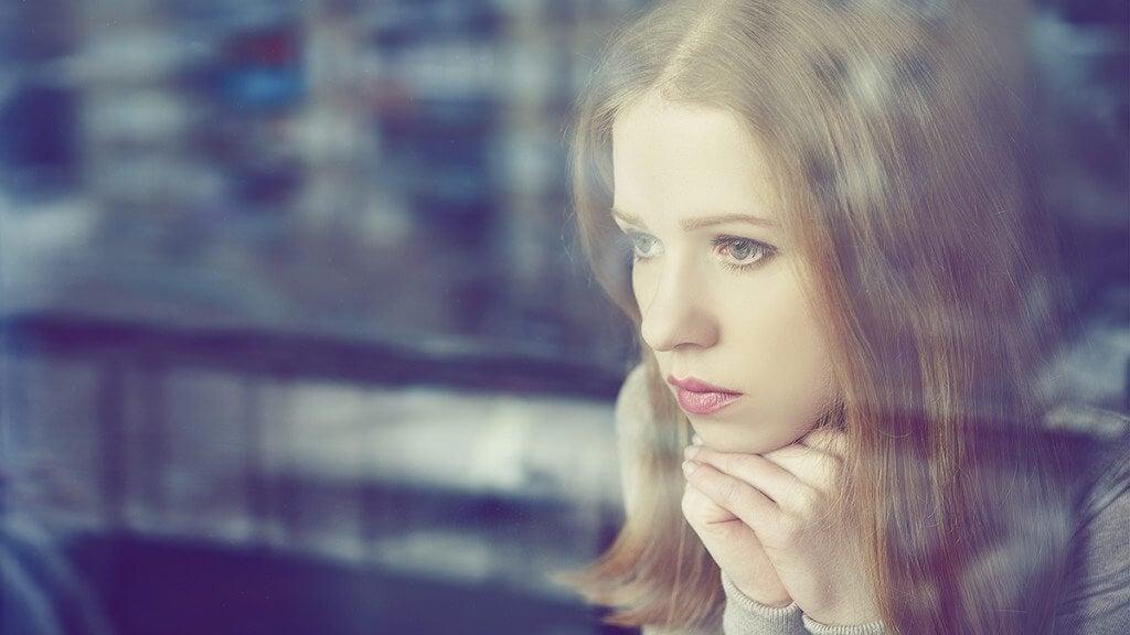 Mulher sofrendo com ansiedade