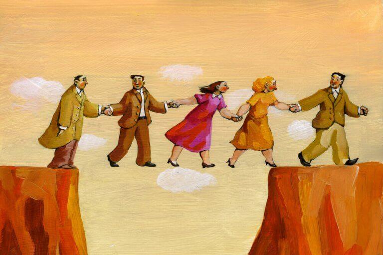 Pessoas atravessando penhasco juntas