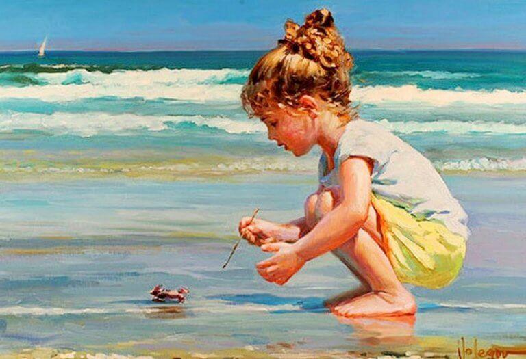 Menina brincando na praia