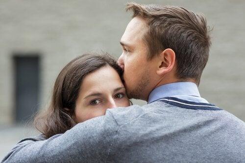 Casal jovem e afetuoso