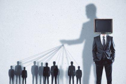 A mídia manipula as pessoas