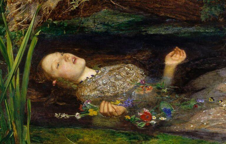Mulher com o corpo submerso em rio