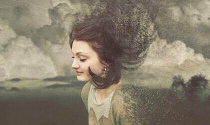 Mulher tranquila nas nuvens