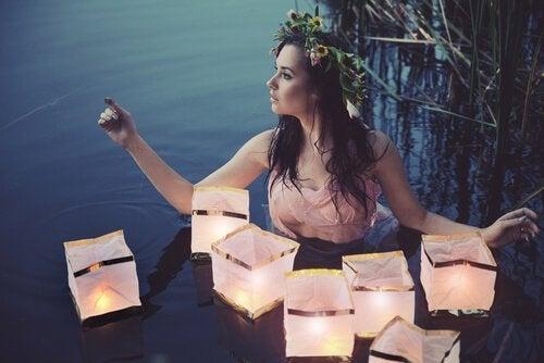 Mulher com luzes flutuantes