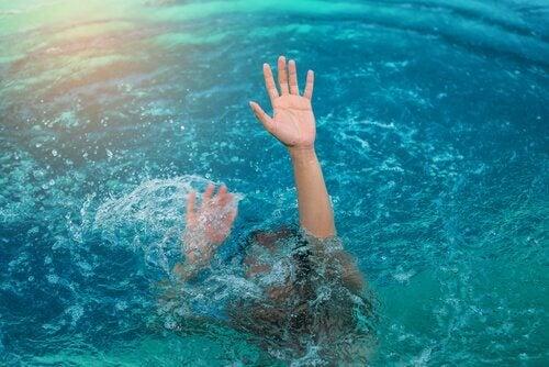 Pessoa com medo da água