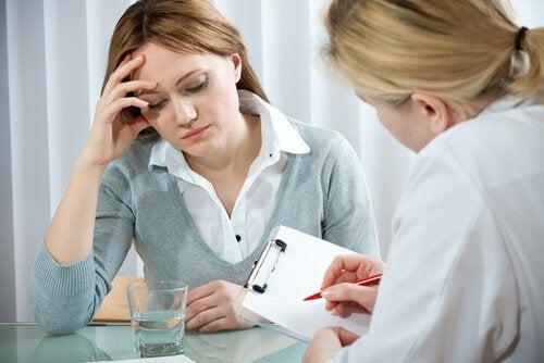 Mulher buscando tratamento para depressão