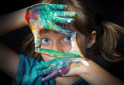Criança superdotada no mundo da arte