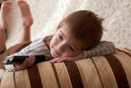 Por que as crianças gostam de ver o mesmo filme várias vezes?