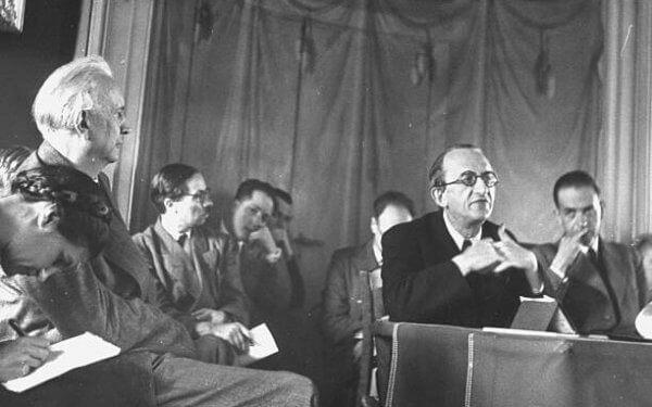 Karl Jaspers em uma reunião