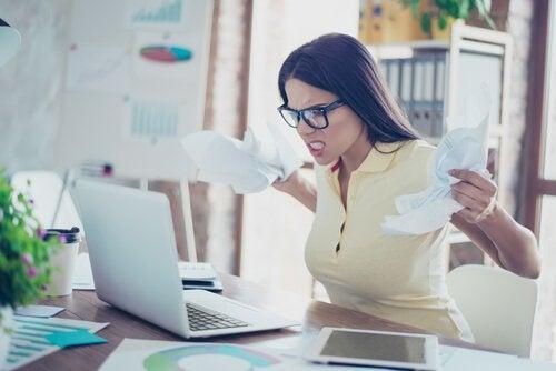 Como evitar sentir raiva ao procurar emprego?