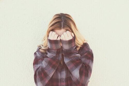 Vergonha: a emoção que não te deixa ser você mesmo