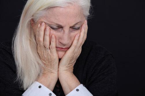 Mulher precisando de acompanhamento terapêutico