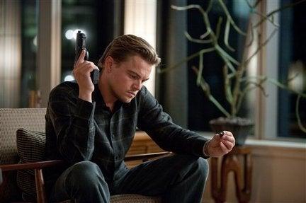 Leonardo di Caprio com arma na mão