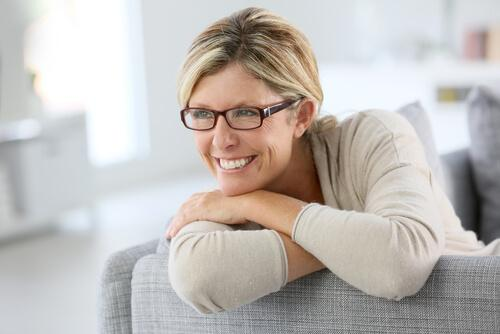 Mulher madura sorrindo