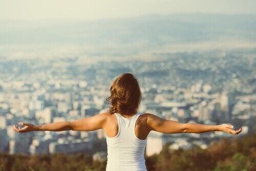 Mulher motivada a alcançar o sucesso