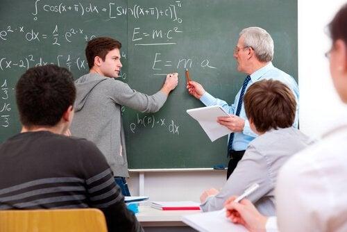 Como lidar com um aluno desafiador?