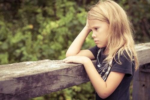Os efeitos do estresse tóxico no desenvolvimento cerebral de crianças