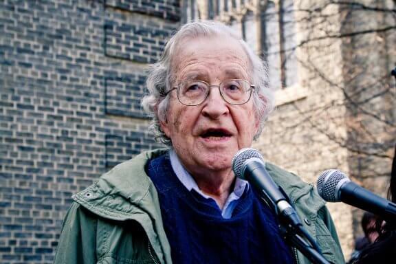 Noam Chomsky: biografia de uma mente brilhante