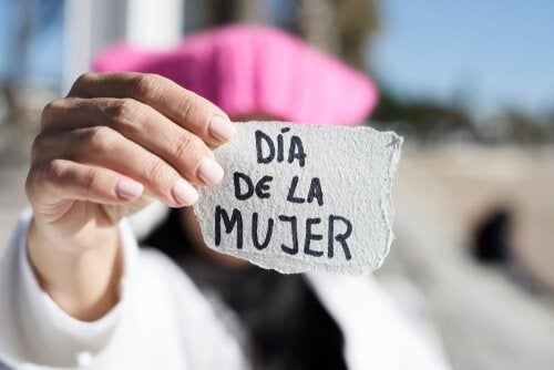 Por que as mulheres se manifestam no dia 8 de março?