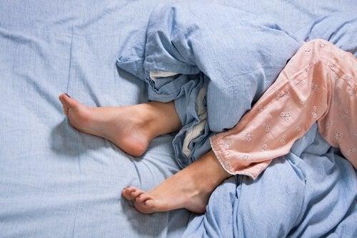 A síndrome das pernas inquietas e o córtex motor: como eles se relacionam?
