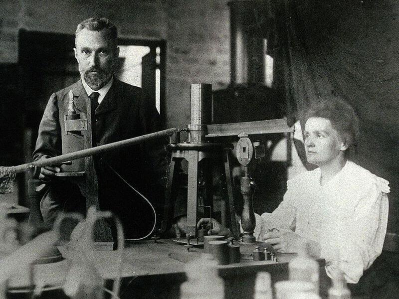 Marie Curie com Pierre Curie