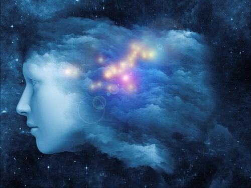 Rosto iluminado formado por nuvens