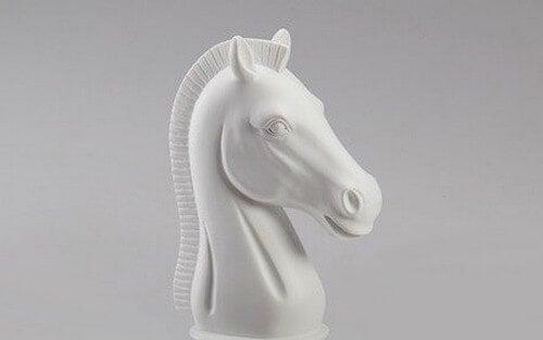 Cavalo branco do xadrez
