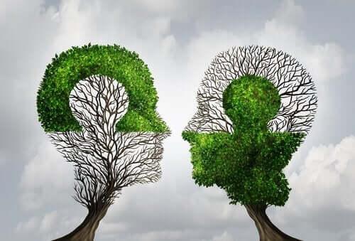 Árvores com formato de cabeça humana