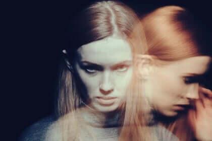Garota com sombra saindo do corpo