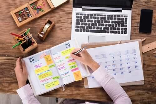 Como posso organizar melhor o meu tempo?