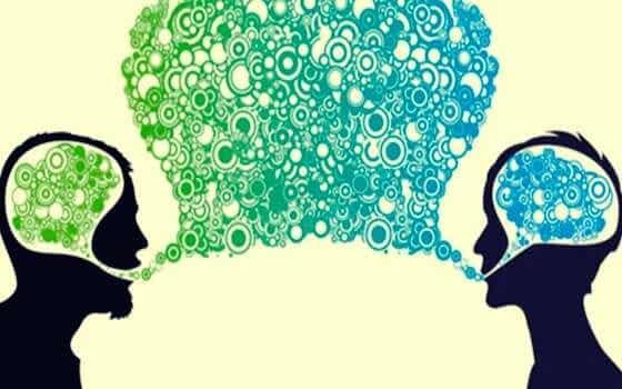 Pessoas se comunicando