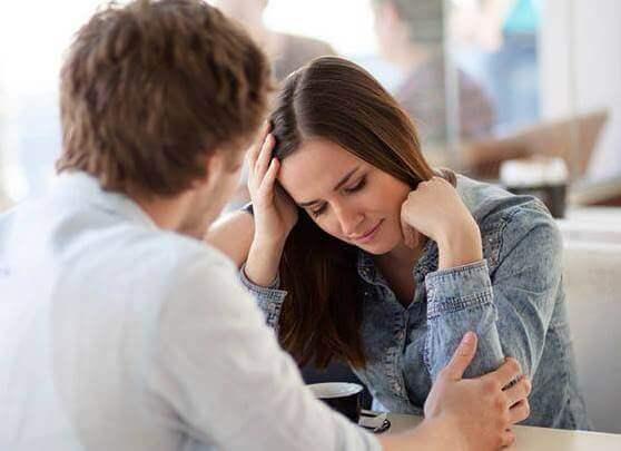 Casal tendo uma discussão