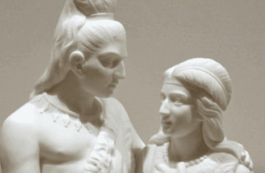 Escultura de casal indígena