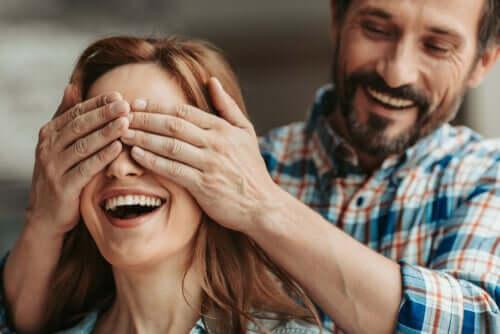 Fazer surpresas no relacionamento