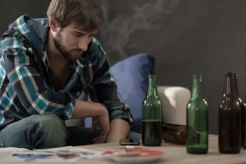 Homem viciado em álcool