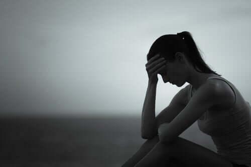 Mulher sofrendo