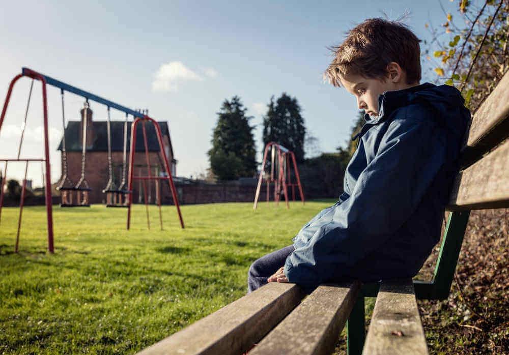 Menino vítima de bullying na escola